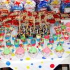 Mesa de doces com cupcake e pop cake (2)